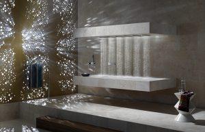 HORIZONTÁLNÍ SPRCHA v originálu, nazvaná ATT Horizontal Shower, z autorské dílny Sieger Design umožňuje novou formu domácího wellness, vychutnávat si sprchování vleže. Naprogramovány jsou tři scénáře, které kombinují různé druhy vodních proudů a teplot vody. DORNBRACHT: KREINER EXCLUSIV