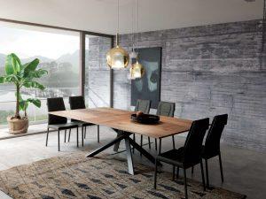 Deska stolu může být dřevěná, keramická nebo skleněná. Cena 115 830,-Kč