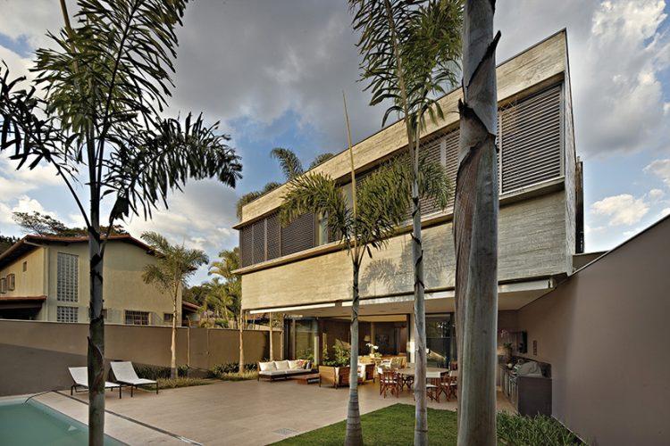 Projekt brazilského ateliéru Anastasia Arquitetos, promyšlený do nejmenších detailů, zajistil uživatelům působivé rezidence nejen dostatečnou intimitu, ale také vysoký obytný standard.