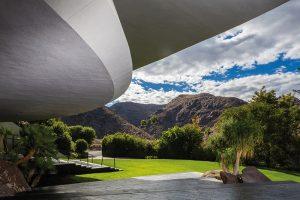 Vynikající orientace rezidence nabízí romantické výhledy na majestátní pohoří San Jacinto a údolí Coachella Valley. Z interiéru domu je pak vidět i samotné Palm Springs.