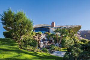 Původní projekt domu zpracoval americký architekt John Lautner. Pod vlivem svého mentora Franka Lloyda Wrighta při práci často aplikoval principy organické architektury. Snaha o vytvoření typické harmonie mezi lidskými příbytky a přírodou zůstala dobře vysledovatelná i u domu Boba a Dolores.