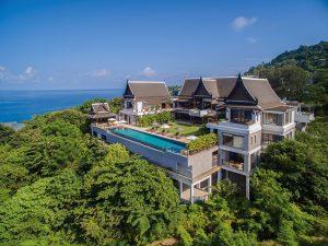 Tvar rezidence připomíná původní thajské domy na kůlech, které chránily obydlí před povodněmi. V přízemí jsou umístěna stání pro vozidla a současně sem ústí domácí výtah.