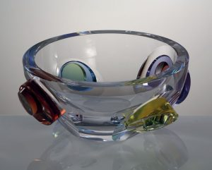 MÍSA GALAXY, ručně broušené a leštěné sklo do vysokého lesku. Šířka 30 cm. Limitovaná série 30 kusů
