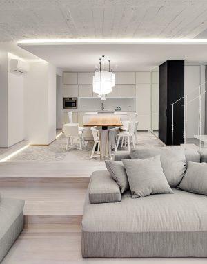 Část stropu mezi odpočinkovou a kulinářskou zónou společenského přízemí tvoří odhalená betonová konstrukce. Na povrchu jsou přiznané stopy po bednění, jež tady sehrávají roli dekorativního motivu.
