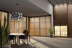 ZAKÁZKOVÁ VÝROBA umožňuje vytvořit stínicí prvek v podobě dřevěných horizontálních žaluzií přímo na míru konkrétní realizace. Šíře lamel 25, 50 a 70 mm, motorické ovládání, rozměry 140 x 350 cm. Cena od 22 400 Kč. BEMATECH