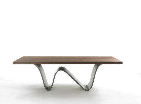 VLNY MOŘE má připomínat lakovaný podstavec masivní desky stolu Bree e Onda. Tloušťka desky je 5 cm. Minimální rozměry 240 x 120 cm, maximální 360 x 160 cm. Cena se připravuje.