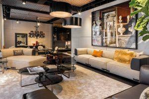 V moderní kolekci nábytku nechybí kousky, jako je Soho, Metropolitan, pohovky Agadir a Serengeti, ale i nejprodávanější postel Diamond, jídelní stůl Bernini nebo pohovka Prestige a kuchyně Fendi Casa Ambiente.