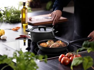 Fiskars_Kitchen_Action_HardFace_ Cooking 2