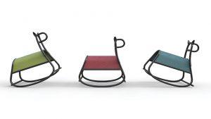 ROCKING HORSE FURIA, design FRONT, v sobě spojuje tradici ohýbaného nábytku a inspiraci dětskou hračkou. THONET, www.thonet.com