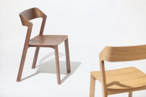 ŽIDLE A BAROVÁ ŽIDLE Merano od Ton získaly titul German Design Award 2015. Tvarově navazují na stejnojmennou židli, která před čtyřmi lety obdržela ocenění Red Dot Design Award, Good Design a German Design Award Nominee.