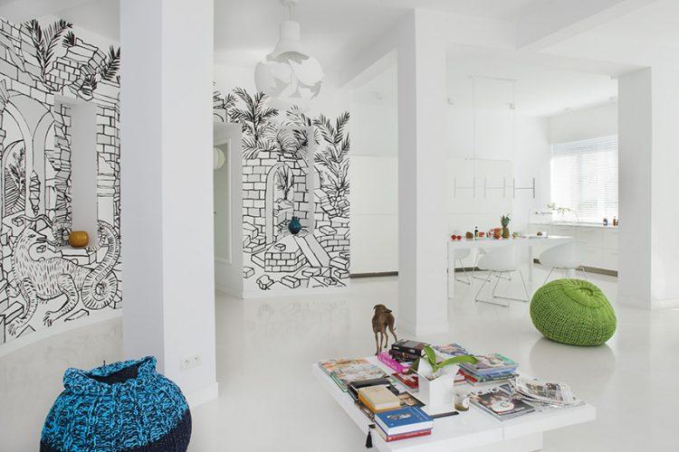 Hlavní požadavky investora nebyly vůbec jednoduché. Přál si středně velký byt v klidné lokalitě, ale s výbornou dostupností do centra města. Nebylo to snadné, ale přání se majiteli splnilo nadmíru a nyní si vychutnává maximální komfort přímo v srdci Varšavy.
