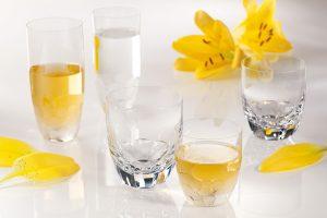 Odlivky Harmony využijete na všechny možné druhy nápojů. Jsou dekorovány rozmanitými broušenými vzory tak, aby vždy doladily atmosféru. Cena podle velikosti od 710 Kč/ks.  MOSER