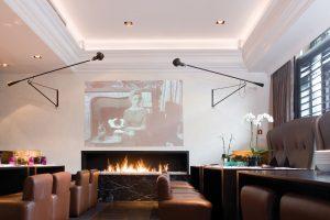 Profilovaná stropní lišta ukrývá světelné zářivky nebo jednotlivé LED zdroje. Cena profilové  lišty Luxxus v délce 200 cm je od 1 596 Kč. ORAC DECOR, www.stuky-orac.cz